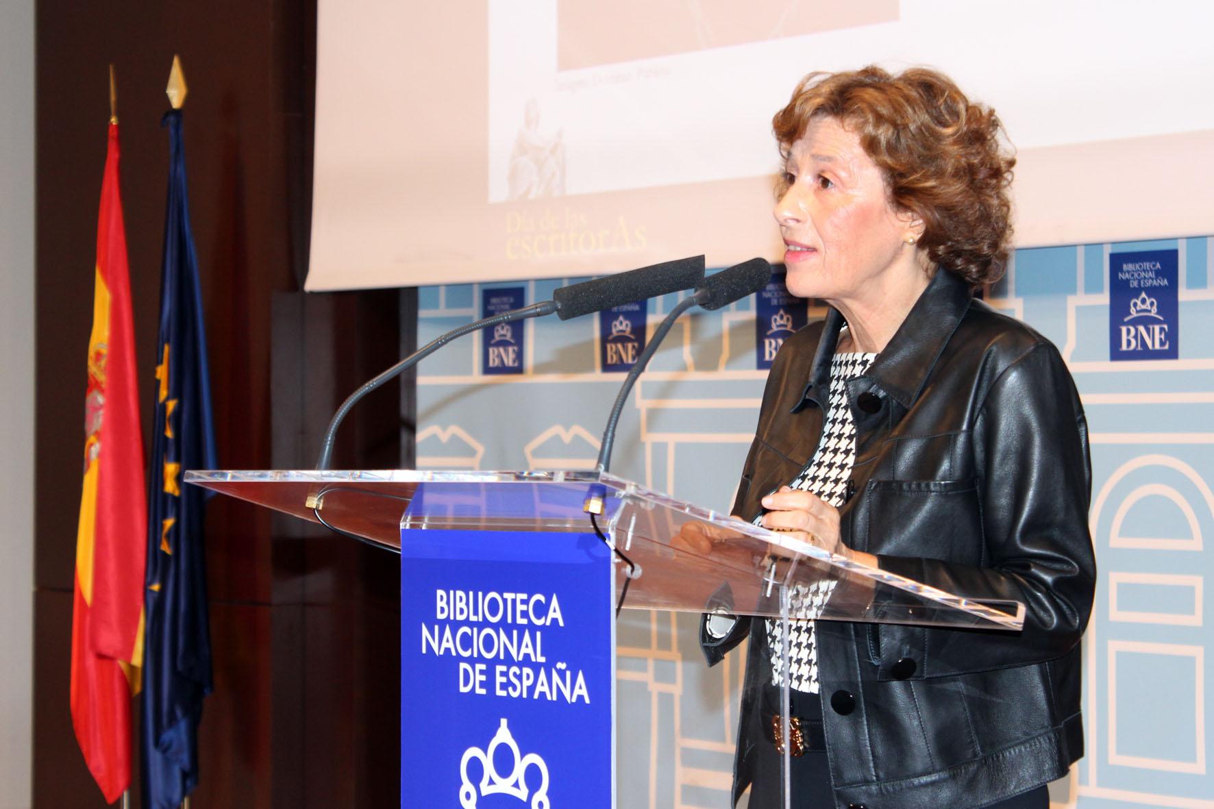 2016 Julia Navarro