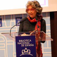 2017 Marina Mayoral lee a Begoña Caamaño
